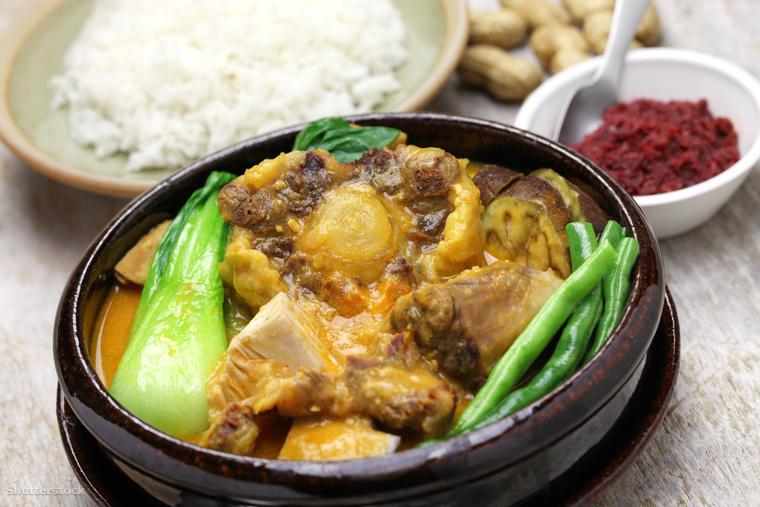 A kare-kare egy Fülöp-szigeteki zamatos és édes étel, ami földimogyorószósszal készül
