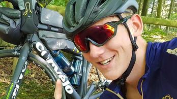 A világ körüli út kellős közepén lopták el a fiatal bringás biciklijét