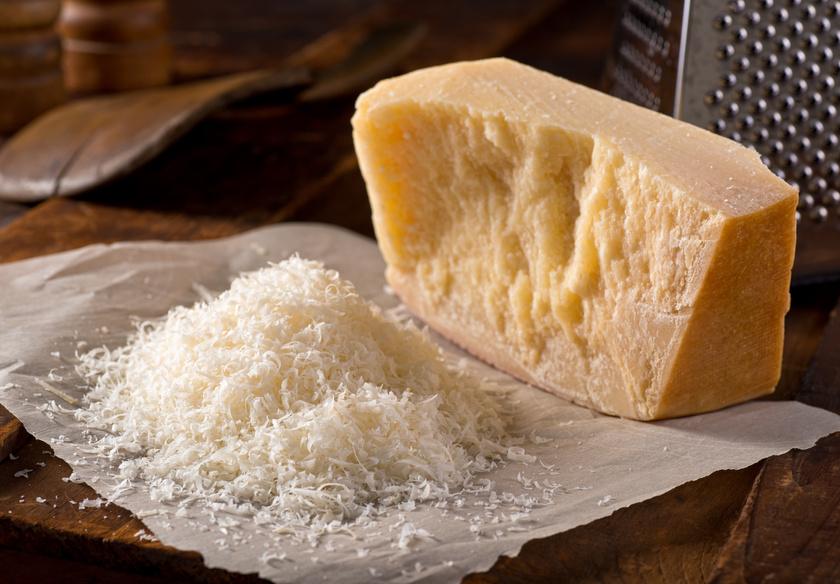 A tejtermékek közül a legtöbb kalciumot a parmezán tartalmazza: 100 grammonként több mint 1000 milligrammot. Csonterősítő hatását erősíti magas fehérjetartalma is.