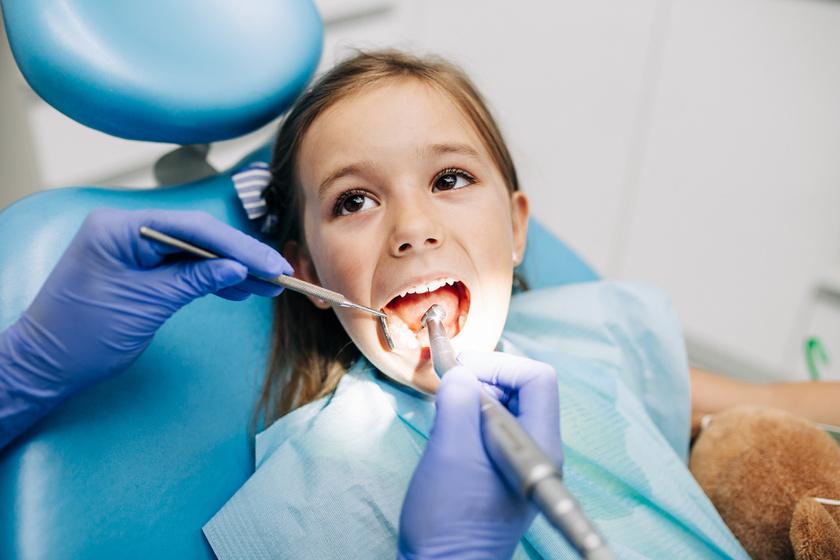 Miért romlik a gyerek foga, ha lelkiismeretesen mossátok? Így lehet elejét venni a gyermekfogász szerint