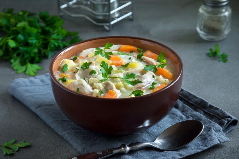 Fűszeres becsinált leves: olyan sűrű, hogy megáll benne a kanál