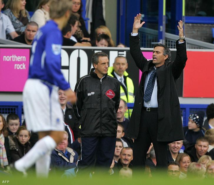Jose Mourinho (j) 2005-ben