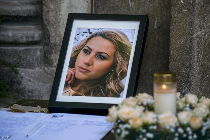 Viktoria Marinova fotója a temetésén Ruszéban, Bulgáriában 2018. október 12-én
