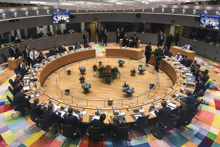Az Európai Unió brüsszeli csúcstalálkozójának elsõ napi ülése 2018. október 17-én.
