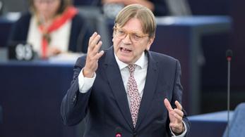 Verhofstadt: Orbánék közpénzből építettek hazugsággyárat