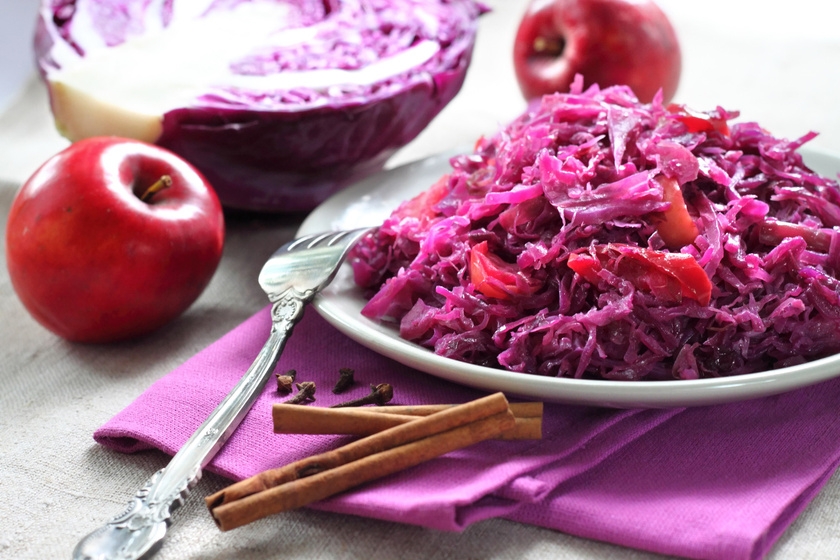 A tökéletes dinsztelt lilakáposzta receptje: almával, borral még finomabb