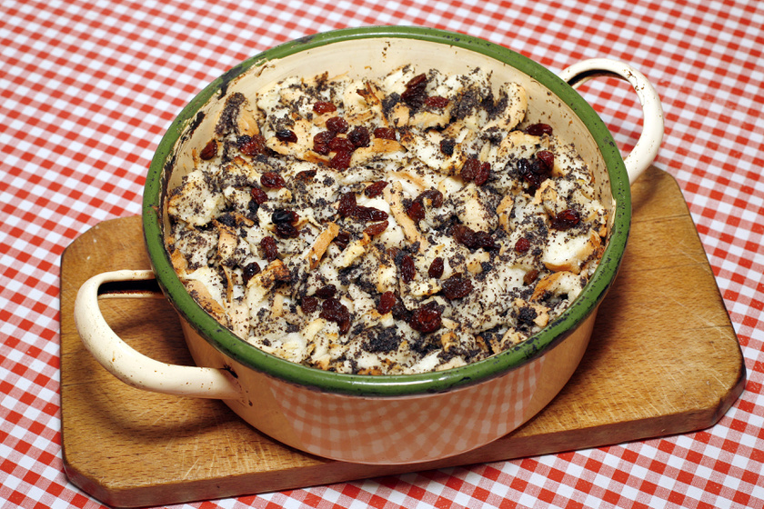 Sütőben sült mákos guba: erre használd fel a száraz kiflit