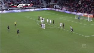 Stieber hagyta Rooney-nak a 31 méteres szabadot, megérte