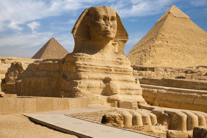 Miért van lyuk a szfinx fején? Nézz be a misztikus egyiptomi szobor belsejébe!