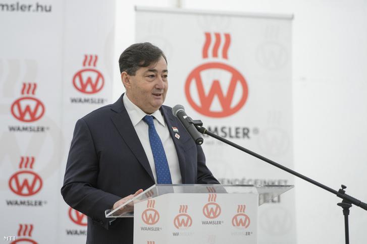 Mészáros Lőrinc, a Wamsler SE anyavállalata, az Opus Global Nyrt. többségi tulajdonosa beszédet mond a tűzhelyeket és kandallókat gyártó salgótarjáni cég új üzemcsarnokának alapkőletételén 2018. március 27-én.