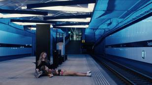 A lány, aki élve zabálta fel az anyja akváriumi halait - Kritika Lisa Brühlmann Kékről álmodom című filmjéről