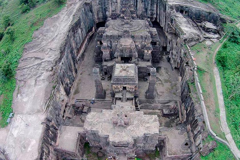 A több emeletes templom Siva, a hindu istenség tiszteletére épült valamikor a 8. században.