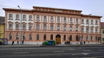 A vádlottak padján akart drogot átadni tettestársának egy férfi Debrecenben, elítélték