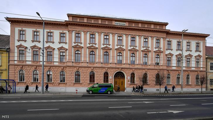 A Debreceni Törvényszék épülete