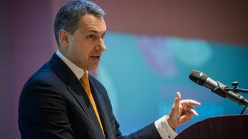 Lázár János törvényileg büntetné az internetes zaklatásokat is