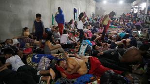 Trump lezárná a határt a hondurasi menekültek előtt