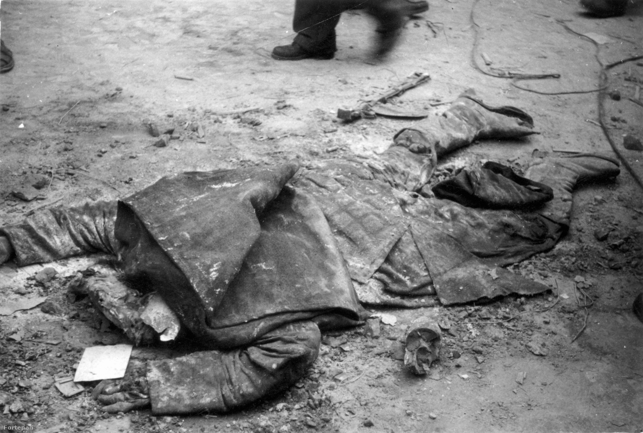 Szovjet katona mésszel leöntött holtteste, harckocsira dobott molotov-koktél ölhette meg.