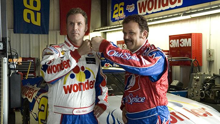 Ricky Bobby (Will Ferrell) és Cal Naughton Jr. (John C. Reilly), a Talladega Nights NASCAR-versenyzősztárjai