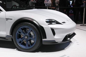 Zöld utat kapott a Porsche terep-villanykombija