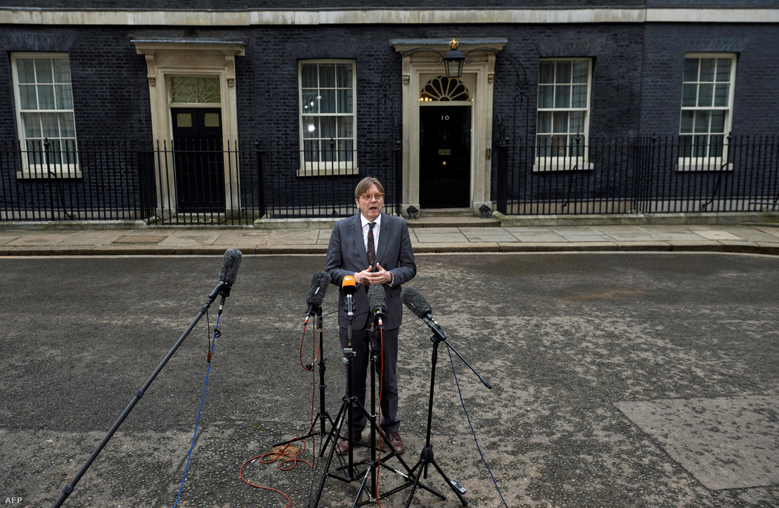 Guy Verhofstadt, az Európai Parlament Brexit koordinátora, beszél a sajtónak a Downing Street 10 előtt 2018. március 6-án, Londonban