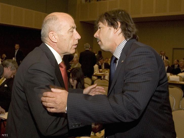 Kisteleki István, a Magyar Labdarúgó Szövetség (MLSZ) elnöke és Várhidi Péter volt szövetségi kapitány az MLSZ-közgyűlésén. 2008. május 14.