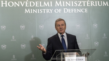 A honvédelmi miniszter szerint az LMP-s Demeter Márta téved