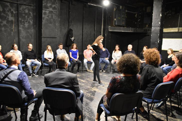 Az ÖrkényKÖZ foglalkozása az ideiglenesen megkapott Ericsson Stúdióban