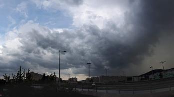 Rengeteg eső és szokatlan meleg érkezik