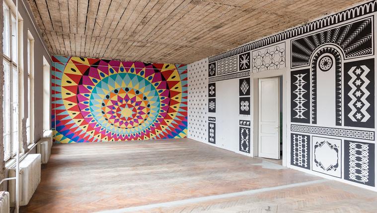 Harminc éve üresen pusztuló iskolát festett át 12 építésziroda
