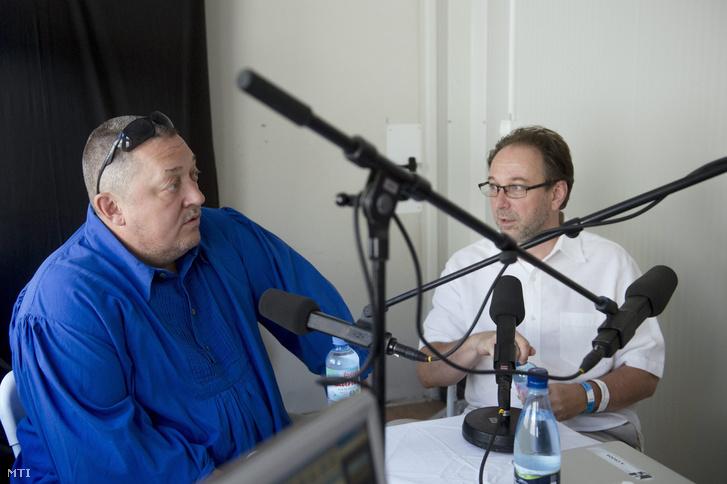 Vidnyánszky Attila, a Nemzeti Színház igazgatója és Fekete Péter, jelenlegi kulturális államtitkár Tusványoson 2015 júliusában