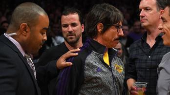 Kivágták az RHCP frontemberét a Lakers-meccsről