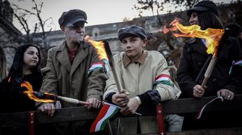Fáklyás menettel ünnepel a Fidesz a forradalom előestéjén