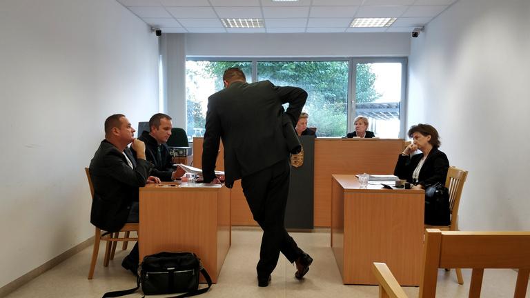 Jogerős: vissza kell venni a Facebook-posztjai miatt kirúgott ügyészt