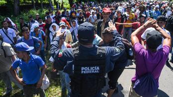 Emberkaraván: Trump elzárja a pénzcsapot