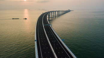 Átadták a világ leghosszabb tengeri hídját