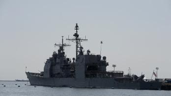 Két amerikai romboló hajózott át a Tajvani-szoroson