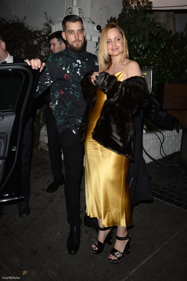 Mena Suvari és Michael Hope februárban, a Golden Golbe díjátadó előpartiján.