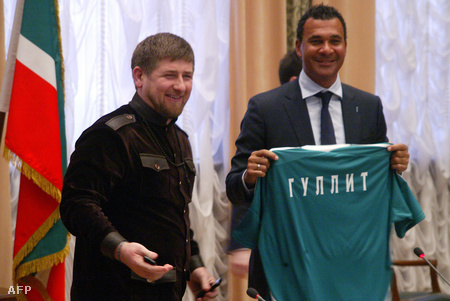 Kadirov és a Terek Groznij edzője, Ruud Gullit