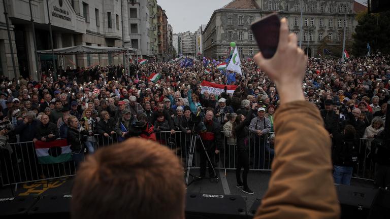 Betiltaná a kormány a tüntetéseket az állami ünnepségek helyszínein