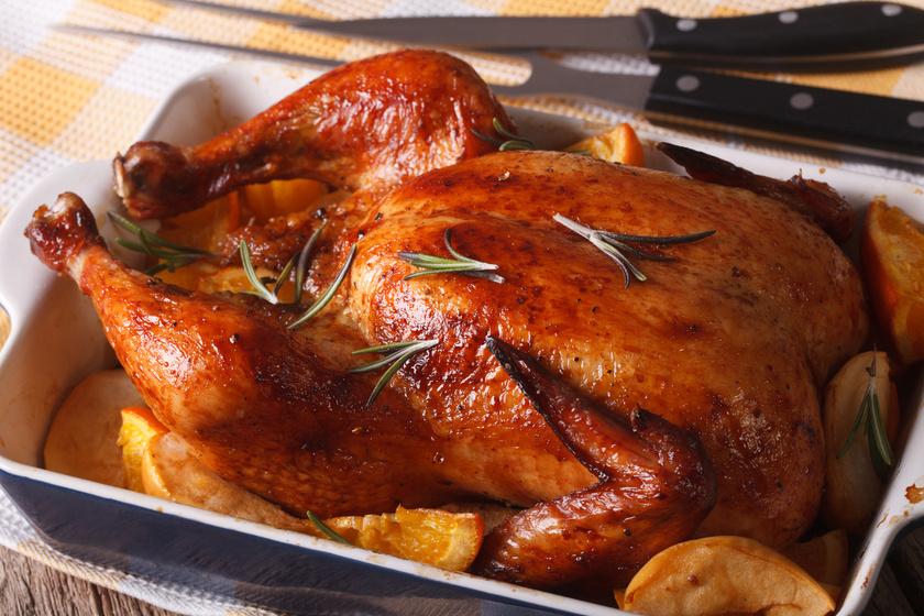 Almával sült, rozmaringos csirke: isteni főfogás olajszag nélkül