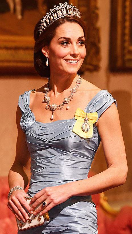 Katalin hercegné lélegzetelállítóan szép volt a Buckingham-palotában megrendezett banketten.