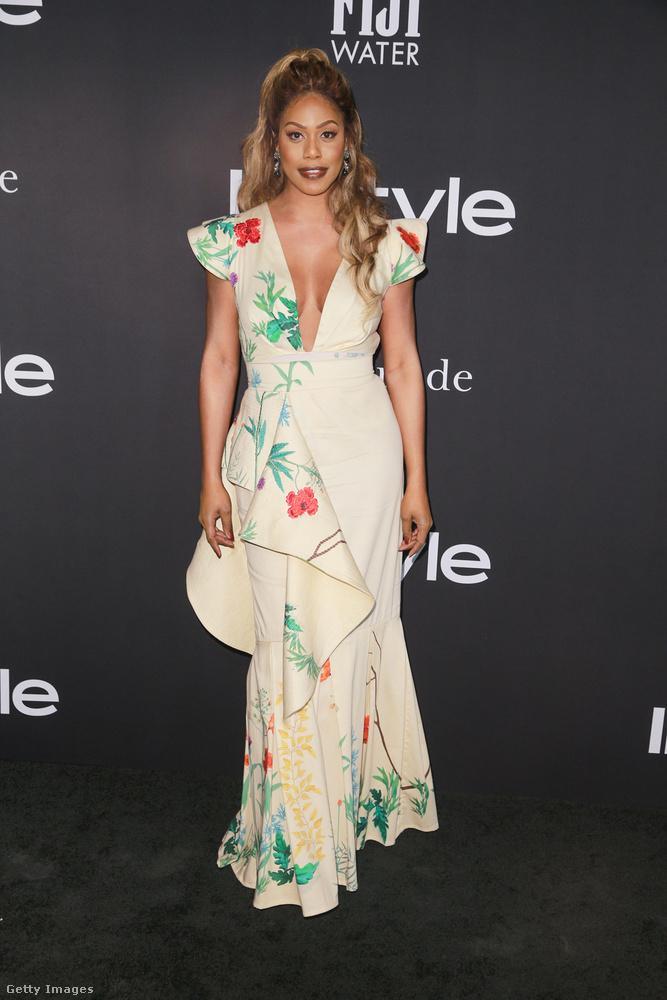 A kedvencünk ezen az estén akkor már Laverne Cox lett ezzel a klasszikus nőies-virágos-dekoltált ruhával, de pl
