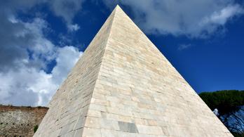 Milyen színűek voltak a gízai piramisok?