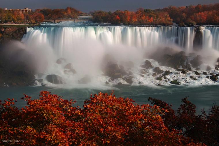 A Kanada és az Egyesült Államok határán fekvő Niagara-vízesés hatalmas zuhatagai sűrű erdőket szelnek át