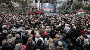 Uniós pénzből vásárolt önkormányzati kisbuszokkal hozhattak nézőket Orbán beszédére