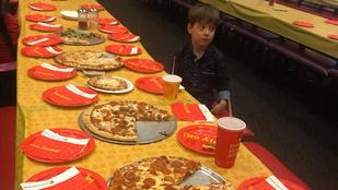 Senki nem jött el a 6 éves kisfiú szülinapi pizzapartijára