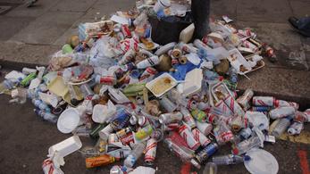 Az Európai Parlament betiltaná az egyszer használatos műanyag cuccok nagy részét