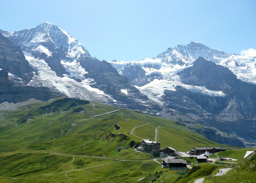 Wengen a Berni-Alpok ölelésében, Bern kanton déli részén található, a Berni-felvidéken.