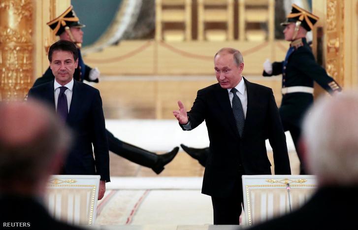 Putyin és Conte a találkozón