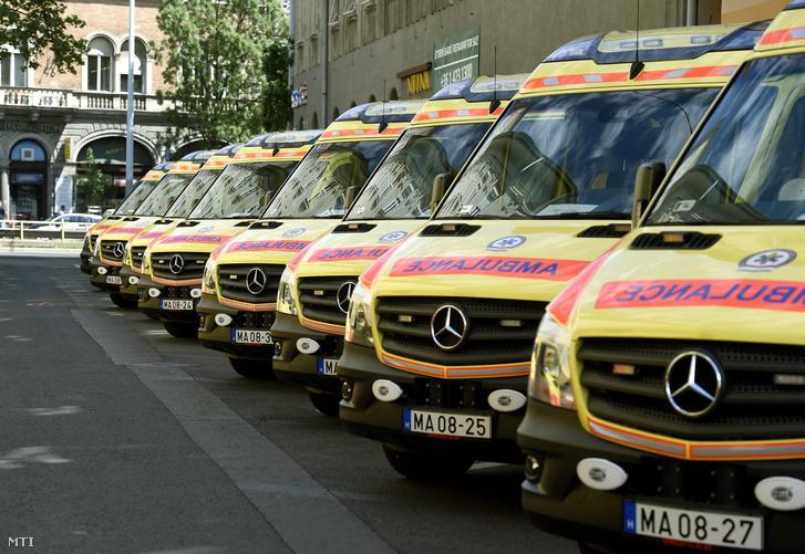 Az Országos Mentőszolgálat (OMSZ) új mentőautói Budapesten 2017. június 7-én.